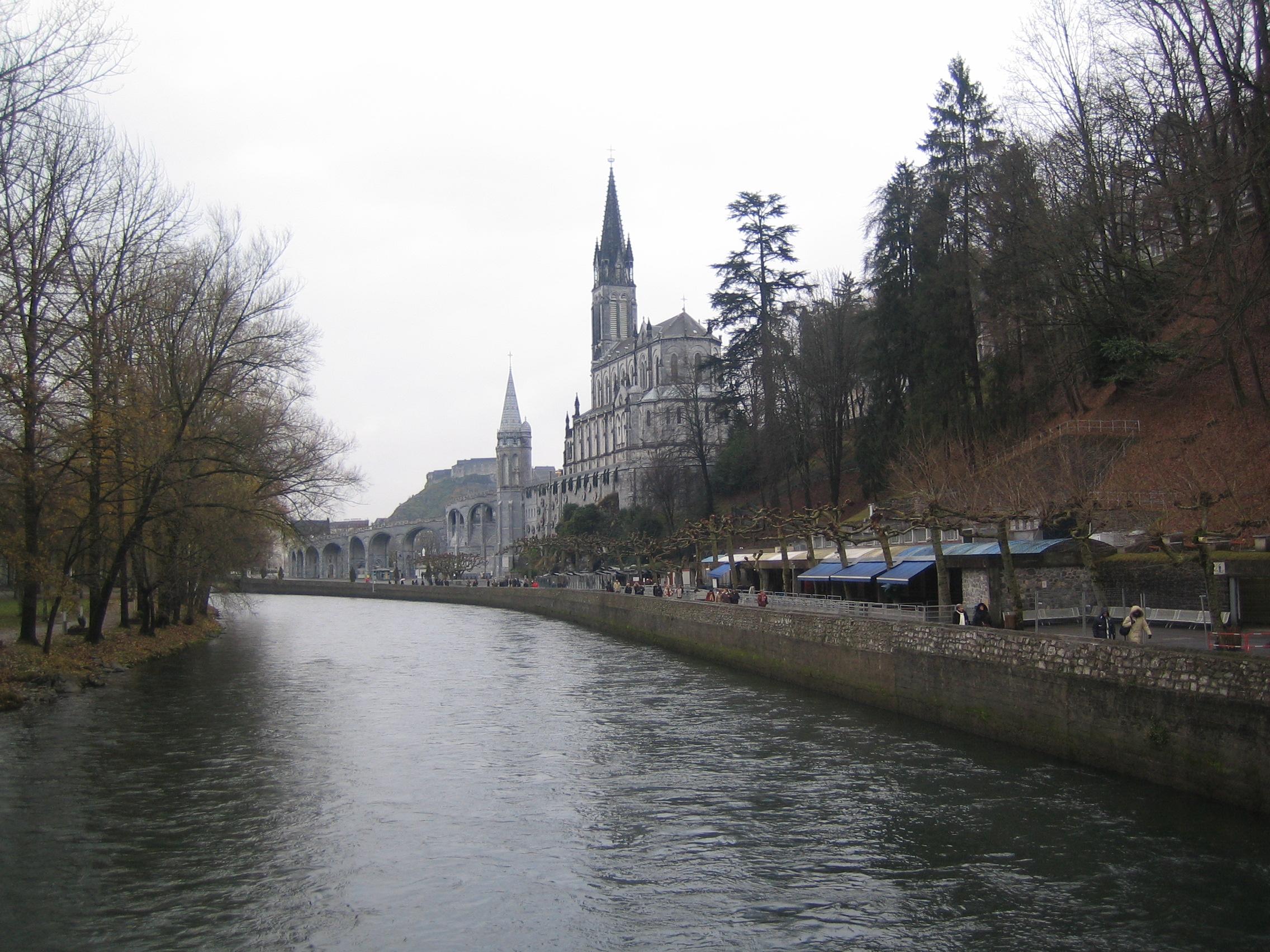 Europa.Francia.Lourdes e fiume Gave